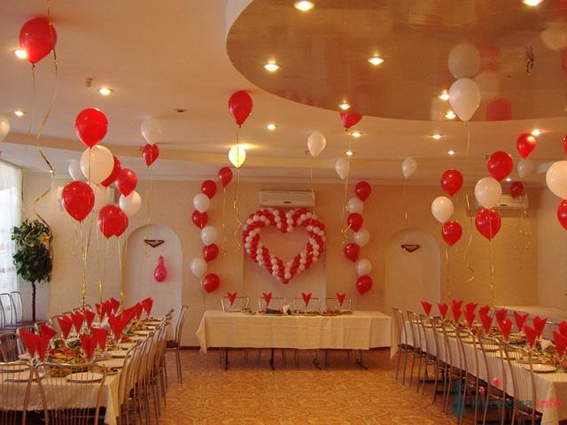 Мы предоставляем услуги: Оформление зала шарами, тканями, цветами.  Оформление свадебных автомобилей.