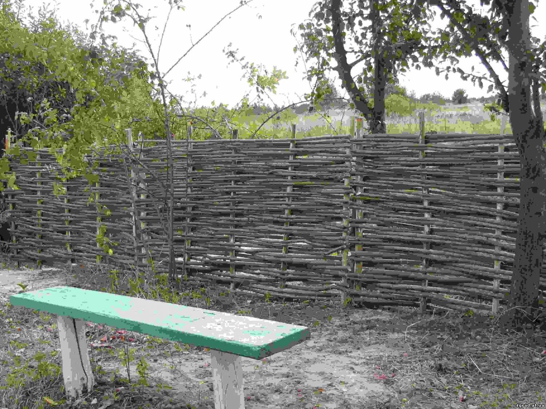 Как сделать плетёный забор из камыша
